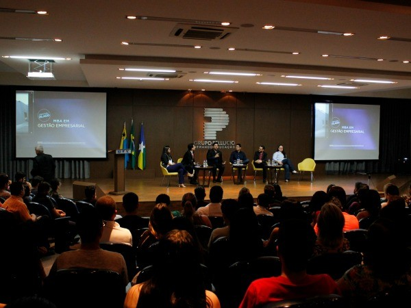 """Cases de sucesso de ex-alunos do Pós ADM são apresentados no seminário """"Vida Empreendedora"""""""